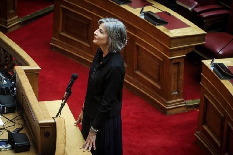Αντιγόνη Λυμπεράκη: Ορκίστηκε βουλευτής στη θέση του Γιώργου Αμυρά (pics) | Pagenews.gr