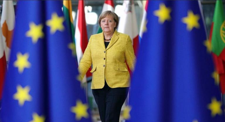 Ζαν Κλοντ Γιούνκερ: «Η Μέρκελ μπορεί να αναλάβει ρόλο σε ευρωπαϊκό επίπεδο» | Pagenews.gr