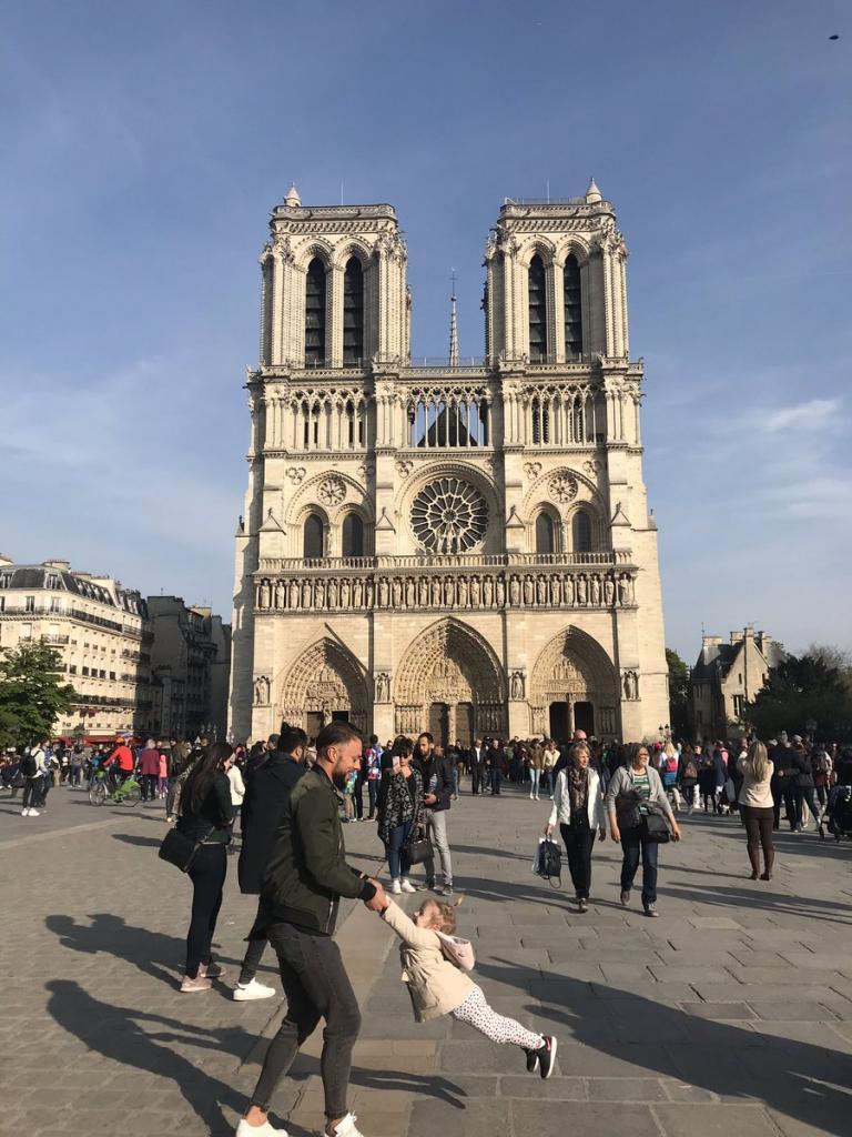 Παναγία των Παρισίων: Ένας στους δύο Γάλλους θέλει να ξαναχτιστεί όπως ήταν | Pagenews.gr