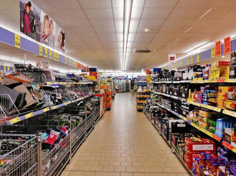 Μείωση ΦΠΑ: Φθηνότερα χιλιάδες προϊόντα στα σούπερ μάρκετ | Pagenews.gr