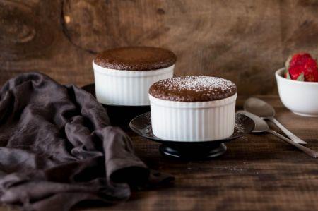 Σουφλέ σοκολάτας με αλατισμένη καραμέλα γάλακτος (vid) | Pagenews.gr