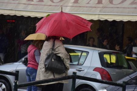 Πρόγνωση καιρού: Βροχές και χαλάζι την Παρασκευή – Ανεβαίνει η θερμοκρασία από το Σάββατο | Pagenews.gr
