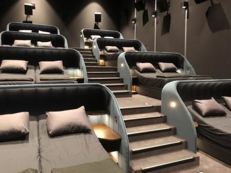 Σινεμά με διπλά κρεβάτια και μαξιλάρια (pics) | Pagenews.gr