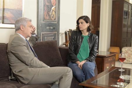 Η Επιστροφή: Ο Πέτρος προσπαθεί να μάθει αν η Αθηνά έχει κάποια σχέση με τη Λυδία | Pagenews.gr