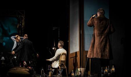 Κριτική θεάτρου: Ο Μισάνθρωπος – Περιέλιξη γύρω από το σκοτεινό «εγώ» | Pagenews.gr
