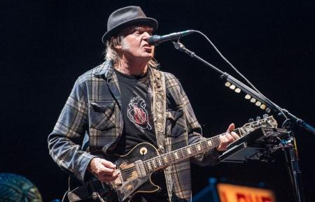 Neil Young: Ακυκλοφόρητο υλικό βλέπει το φως της δημοσιότητας | Pagenews.gr