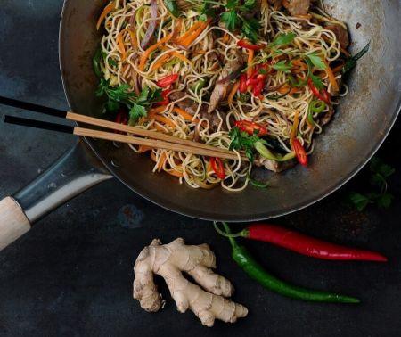 Noodles: Mε κοτόπουλο και γλυκόξινη σάλτσα | Pagenews.gr