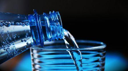 Έρευνα: Ο μέσος άνθρωπος τρώει έως 121.000 μικροπλαστικά σωματίδια τον χρόνο | Pagenews.gr