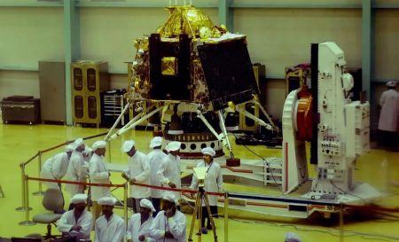 Chandrayaan-2: Η Ινδία ετοιμάζεται να το εκτοξεύσει για τη Σελήνη   Pagenews.gr