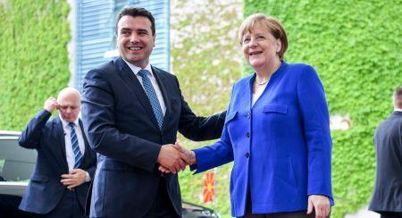 Μέρκελ: «Κόκκινο» στον Ζάεφ για ένταξη στην ΕΕ – «Πράσινο» για είσοδο στο ΝΑΤΟ | Pagenews.gr