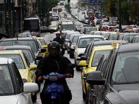 Καιρός: «Άνοιξαν» οι ουρανοί στην Αθήνα – Ποτάμια οι δρόμοι (vids) | Pagenews.gr