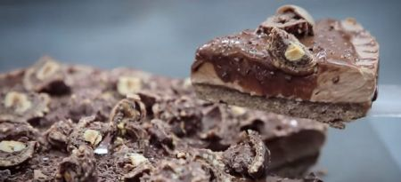 Cheesecake πραλίνα: Λαχταριστό γλυκό, χωρίς ψήσιμο (vid) | Pagenews.gr