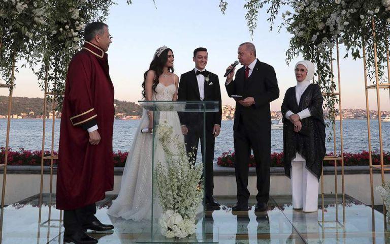 Ρετζέπ Ταγίπ Ερντογάν: Κουμπάρος στον γάμο του Μεσούτ Οζίλ | Pagenews.gr