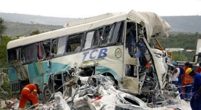 Τραγωδία στην Ινδονησία: Επιβάτης άρπαξε το τιμόνι από τον οδηγό πούλμαν και έφερε πολύνεκρο τροχαίο | Pagenews.gr