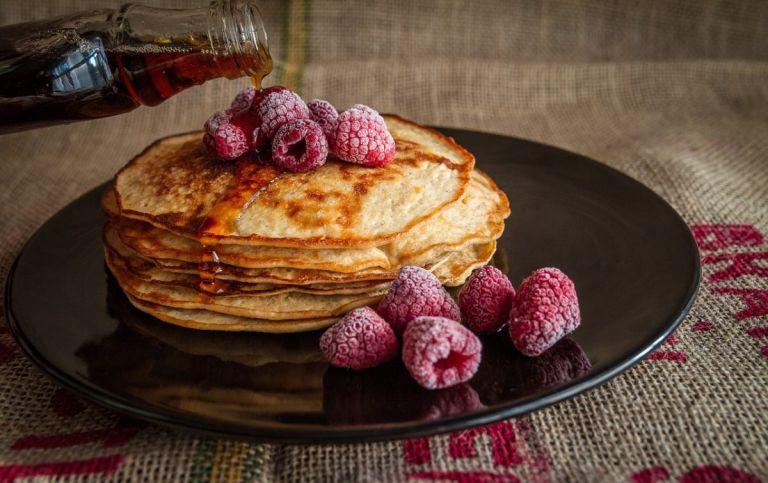 Pancakes ολικής με φρούτα: Το καλύτερο και υγιεινό πρωινό   Pagenews.gr