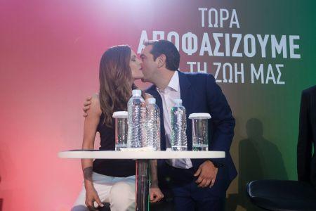 Εκλογές 2019: Αγκαλιές, φιλιά και… «χάι φάιβ» Τσίπρα και υπουργών στο Μέγαρο (photostory)   Pagenews.gr
