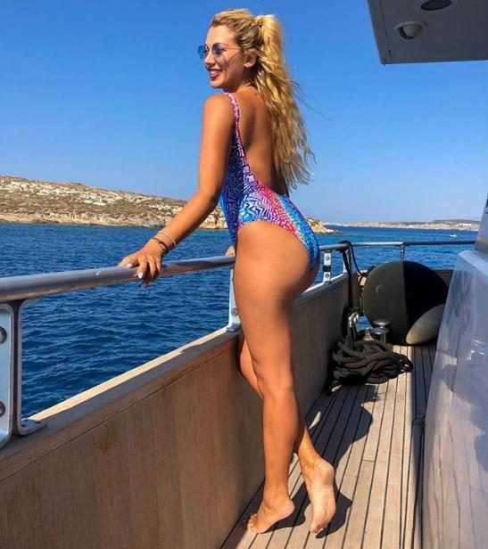Η Κωνσταντίνα Σπυροπούλου το τόλμησε: Αυτή είναι η πρώτη της topless φωτογραφία
