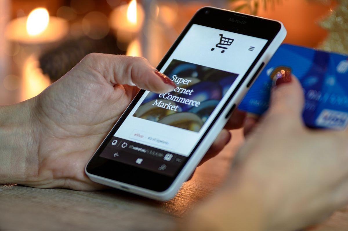 credit-card-smartphone-1200x799