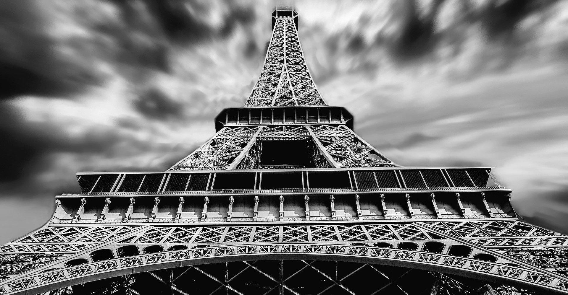 Πύργος του Άιφελ: Τον κοιτάς με δέος