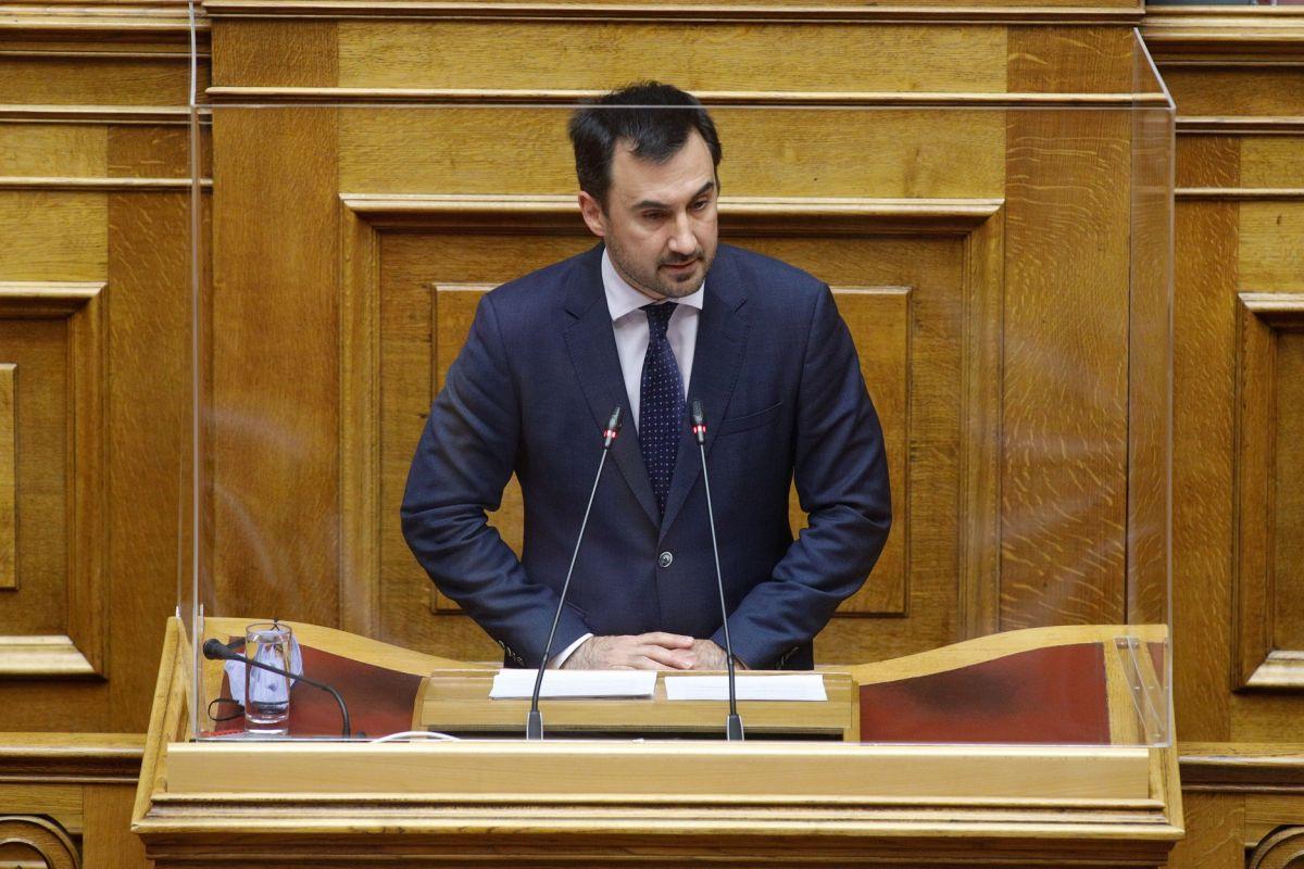 Ο Αλέξης Χαρίτσης στη Βουλή