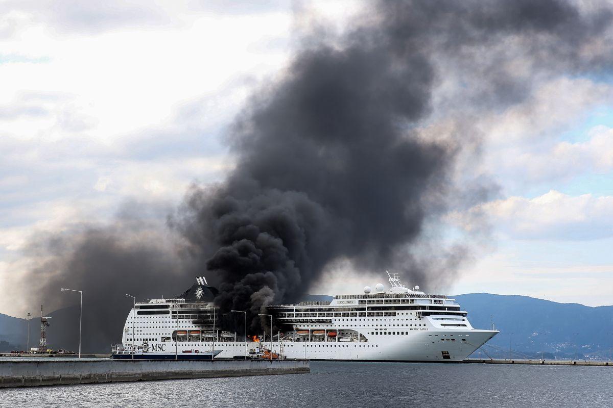 Φωτιά στο κρουαζιερόπλοιο: Φαινόταν από μακριά