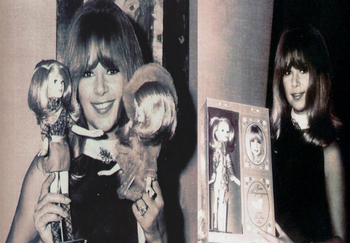 H Αλίκη Βουγιουκλάκη σε κούκλα