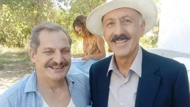 Σωτήρης Ταχτσόγλου: Ο «Σωτήρης» και ο «Ταξίαρχος» χαμογελούν σε διάλειμμα των γυρισμάτων