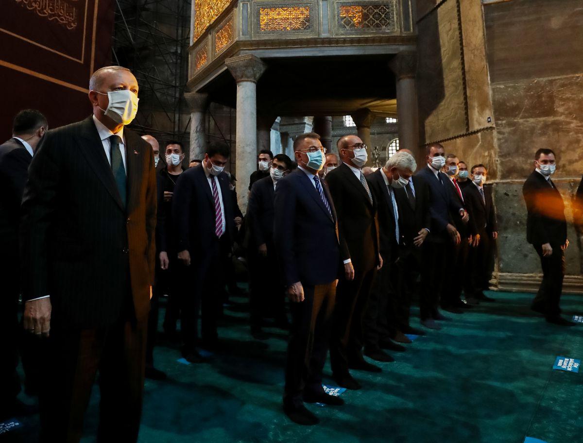 Αγία Σοφία: Το Spiegel επανέρχεται στην υπόθεση του ιμάμη που παραιτήθηκε