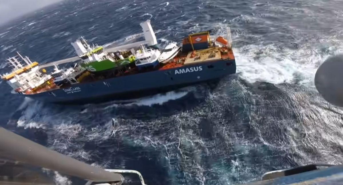 Ακυβέρνητο πλοίο Νορβηγία: Κινδυνεύει να βυθιστεί