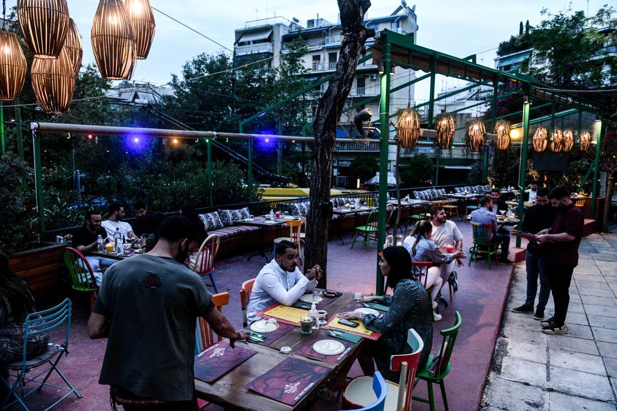Άνοιγμα εστίαση: Πρώτο βράδυ στα μπαρ και τα εστιατόρια